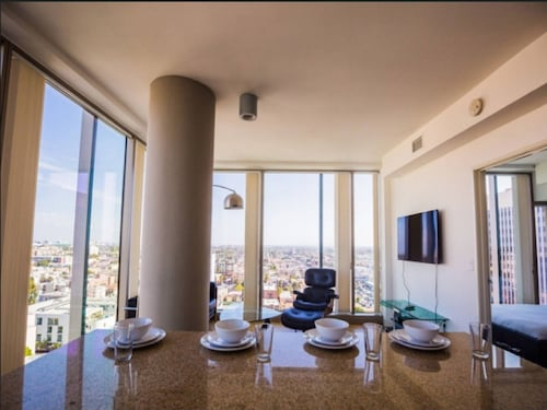 Modern LA 2 Bedroom Luxury Suites