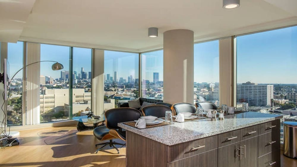 Modern la 2 bedroom luxury suites los angeles usa hotwire for 2 bedroom apartments in los angeles