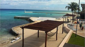해변에 위치, 백사장, 무료 비치 카바나, 일광욕 의자