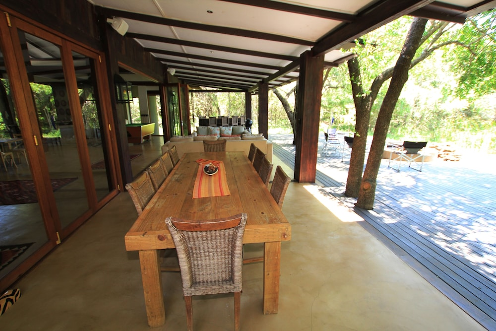 Outdoor Dining, Jacana Lodge