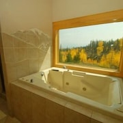 Bootlegger Lodge 4 Bedroom Apartment by Key to the Rockies