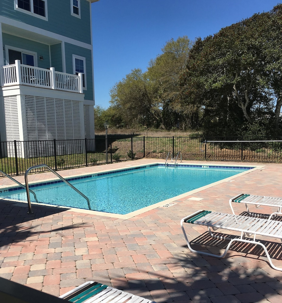 Book South Beach Cottages 4 Bedroom By Affordable Large Properties Myrtle Beach Hotel Deals