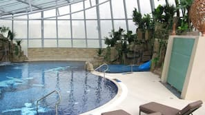 Indoor pool, 3 outdoor pools