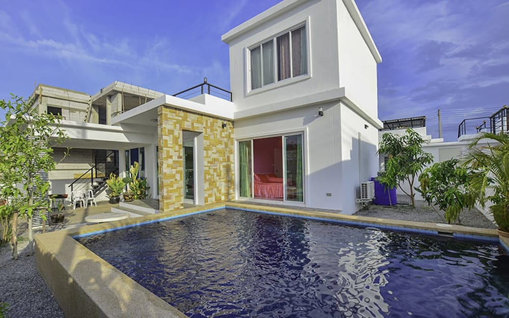 3 Bedrooms Private Pool Villa - 대표 사진