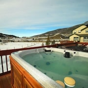 Lake Ridge Estates 3 Bedroom Apartment by Key to the Rockies