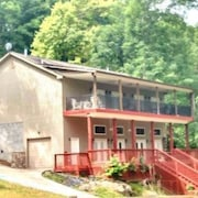 Bridgeview Home 5 Bedroom Holiday home by Norris Lake