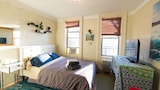 East Village Beach Bungalow Getaway 1BR - New York Hotels