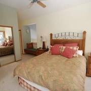 Red Fox Town home 3 Bedroom Apartment by Key to the Rockies