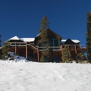 Retreat at Summerwood 5 Bedroom Apartment by Key to the Rockies