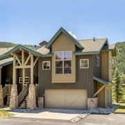Campfire Mountain Home 3 Bedroom Holiday home by Key to the Rockies