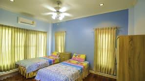 3 ห้องนอน, ห้องพักตกแต่งอย่างมีเอกลักษณ์, ตกแต่งพิเศษโดยเฉพาะ, โต๊ะทำงาน