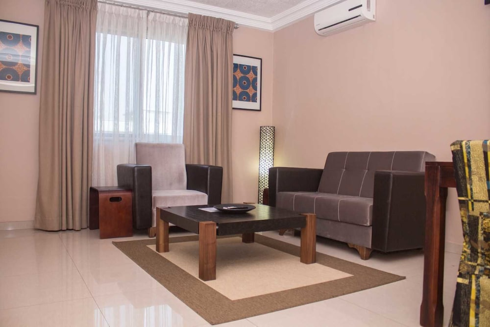 Manjaro suites in accra hotel rates reviews on orbitz for Living room suites for sale