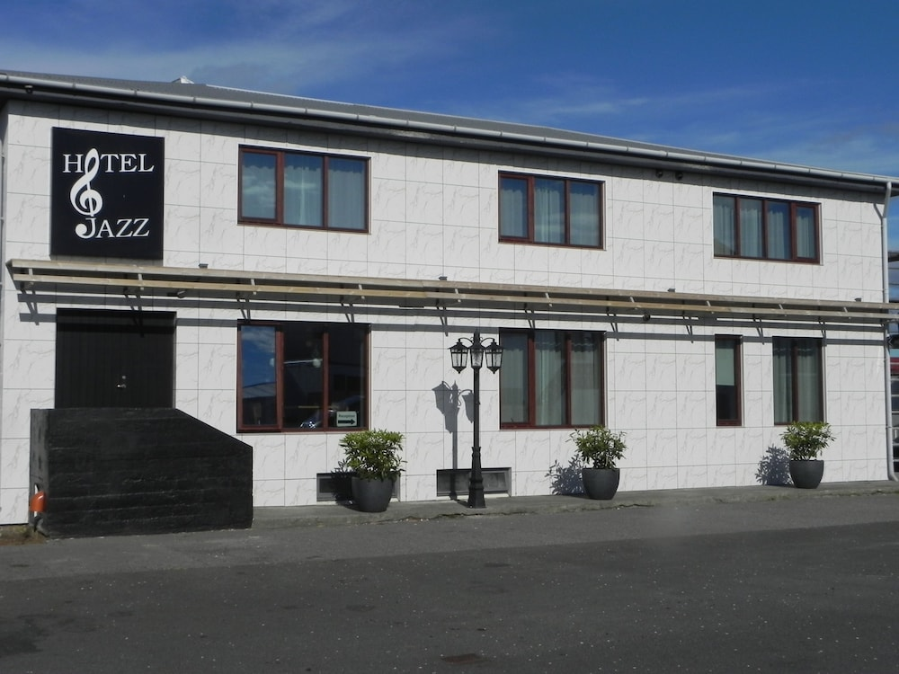 Front of Property, Hotel Jazz