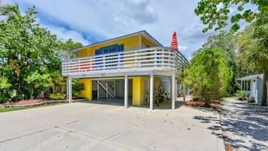 Banana Cabana and Cottage by Beachside Management