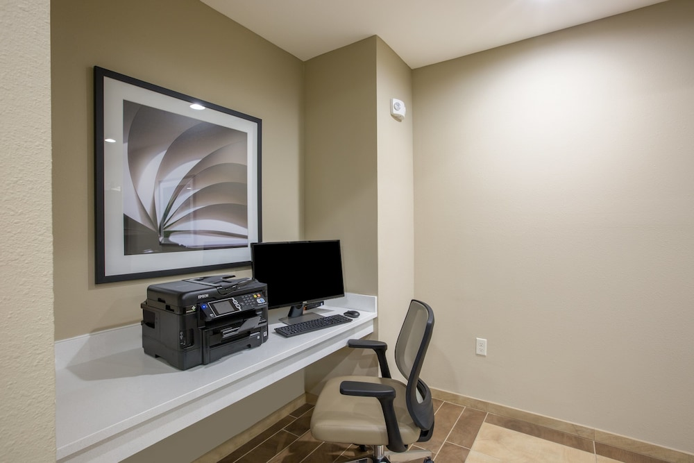Business Center, Candlewood Suites Omaha - Millard Area