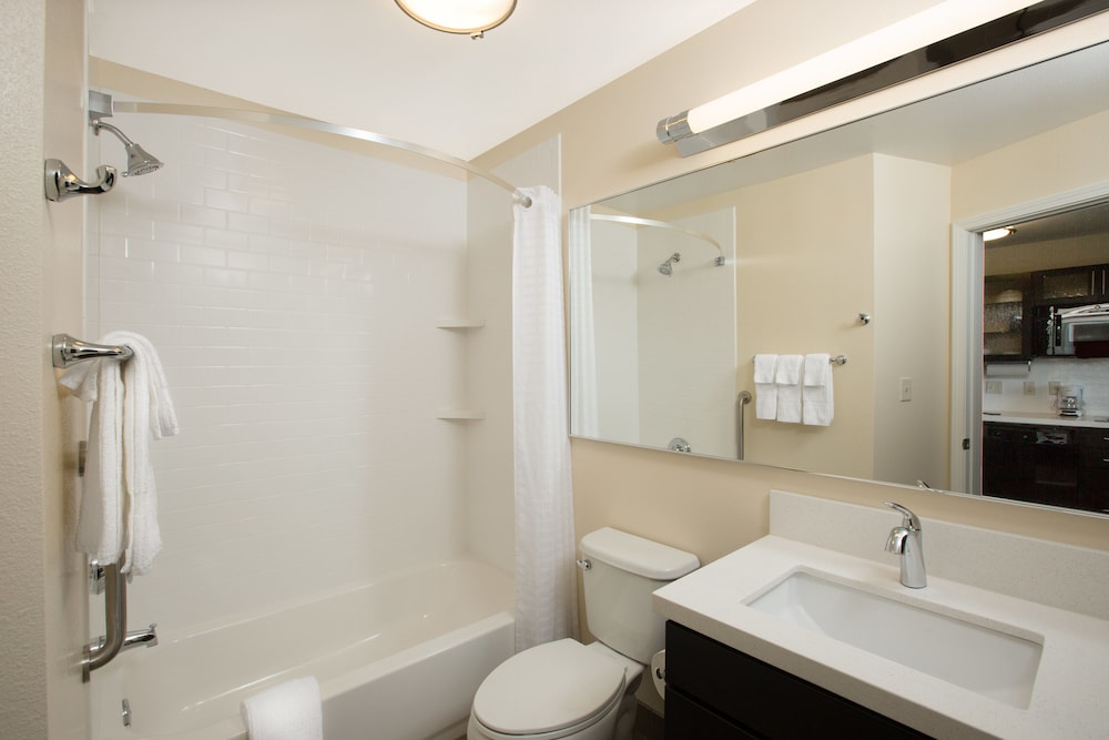 Bathroom, Candlewood Suites Omaha - Millard Area