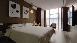 高級寢具、書桌、免費 Wi-Fi