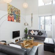Towny Britomart Central and Stylish 2 Bedroom Apartment