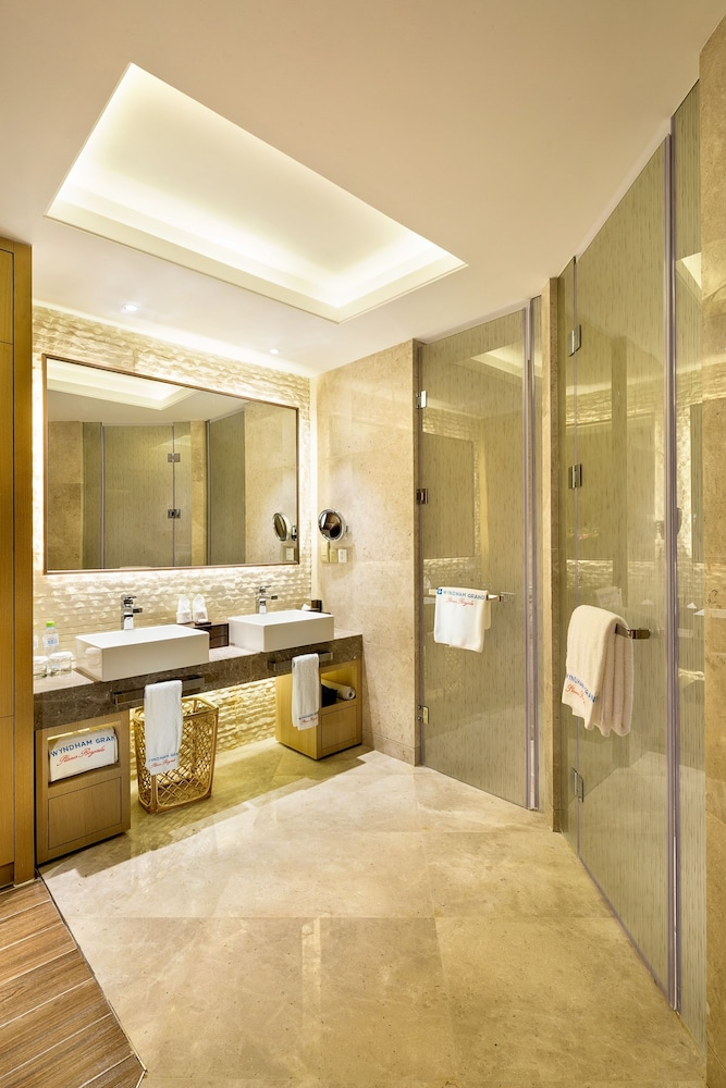 Bathroom, Wyndham Grand Plaza Royale Wenchang