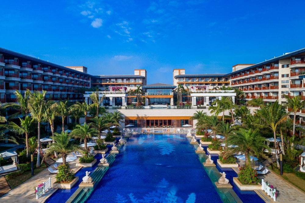 Outdoor Pool, Wyndham Grand Plaza Royale Wenchang