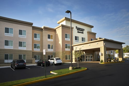 Great Place to stay Fairfield Inn & Suites by Marriott Alexandria near Alexandria