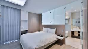 Premium bedding, down duvets, desk, free cots/infant beds