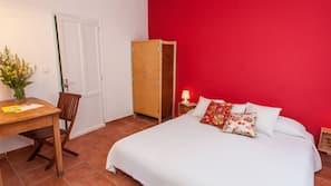Ropa de cama de alta calidad, cortinas opacas, wifi gratis