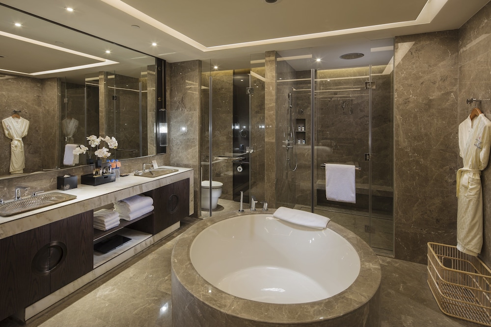 Bathroom, HUALUXE Hotels & Resorts Zhangjiakou - An IHG Hotel