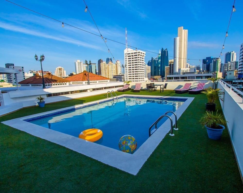 Aparthotel sevilla suites precios promociones y for Piscinas en sevilla precios