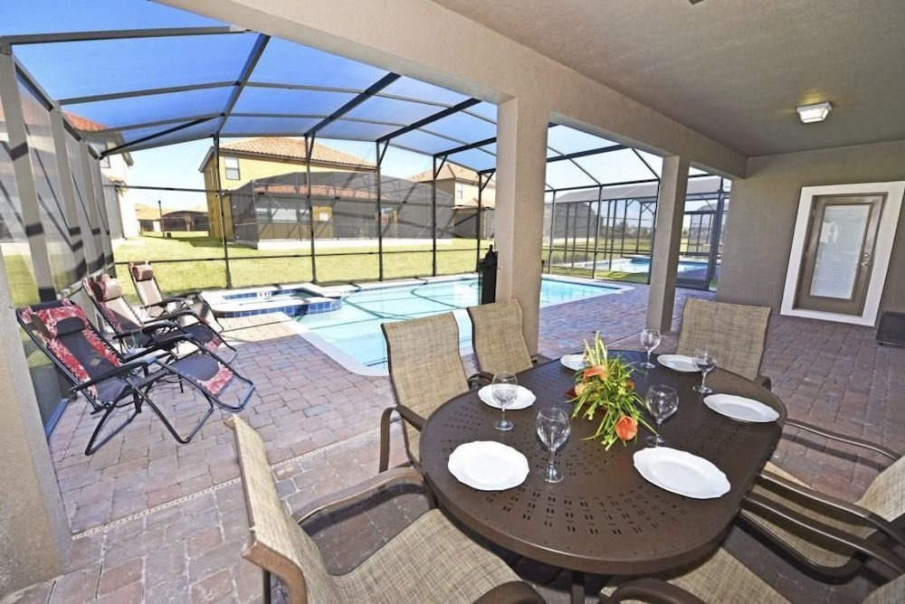 Bedroom Vacation Home With Outdoor Kitchen In Davenport Fl