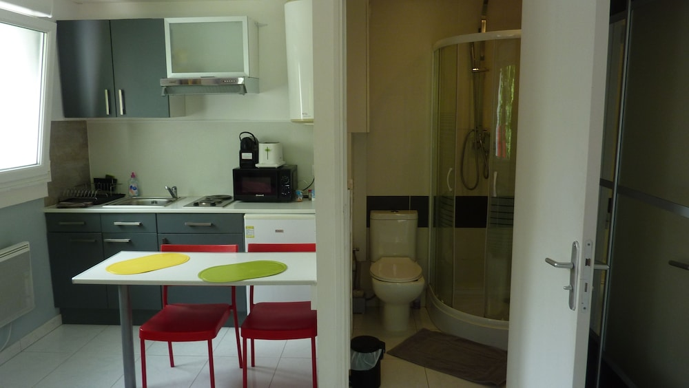 Un studio sur pompidou metz hotelbewertungen 2018 for Zimmer 0 studios elda