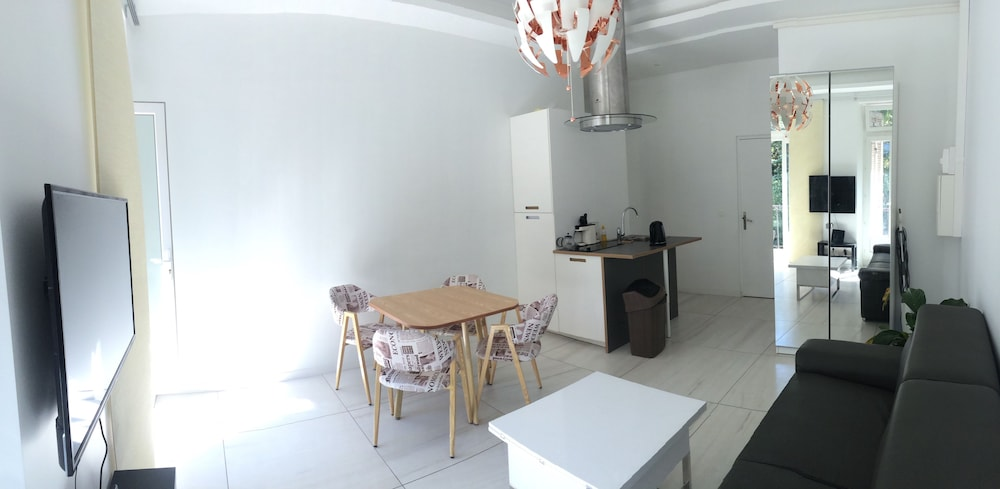 Appartement design marseille centre longchamp et vieux for Appartement design centre marseille vieux port