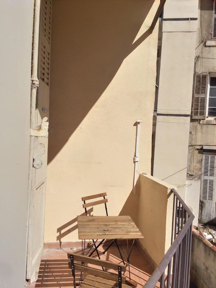 Appartement design marseille 54 capucins marseille fra for Appartement design centre marseille vieux port