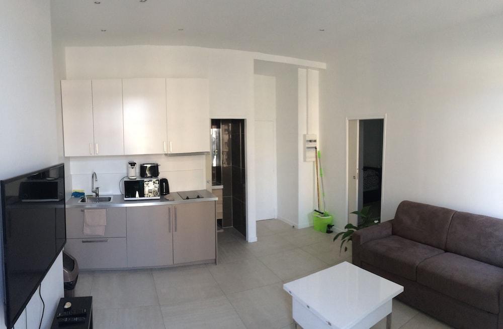Appartement design marseille 54 capucins 2017 room prices for Appartement design marseille
