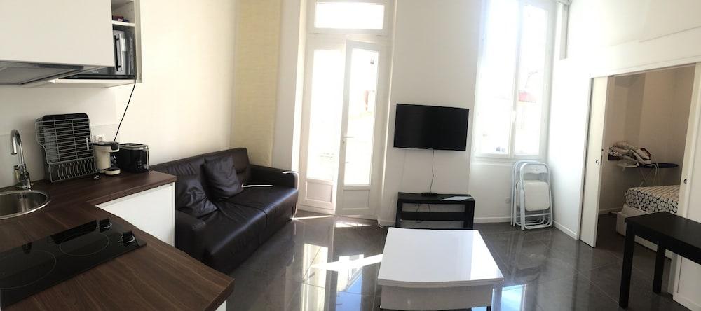 Book appartement design marseille 54 capucins marseille for Appartement design marseille