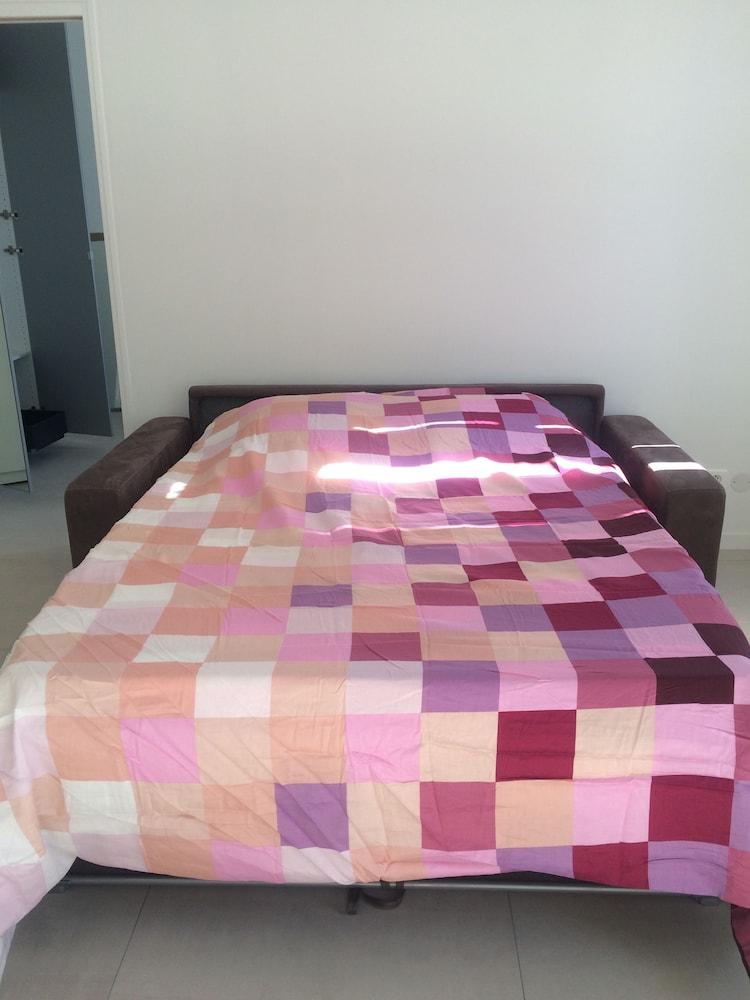 book appartement design marseille 54 capucins marseille hotel deals. Black Bedroom Furniture Sets. Home Design Ideas
