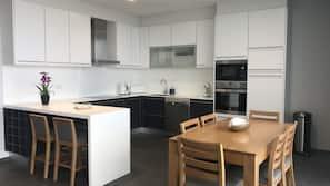 Full-sized fridge, microwave, dishwasher, espresso maker