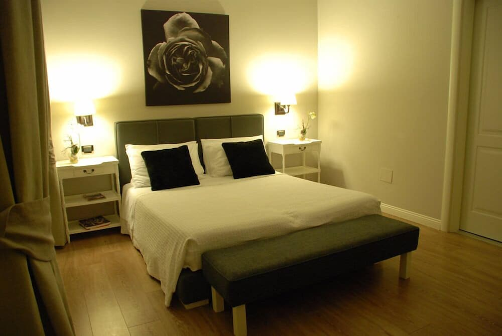 Book Maxim bed and breakfast Suite Rooms   Ruggero Settimo Hotel Deals