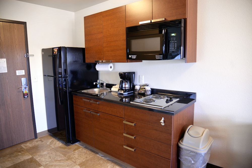Private Kitchenette, My Place Hotel-Kansas City East/Independence, MO