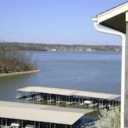 Lazy 5 Bedroom Condo by Your Lake vacation
