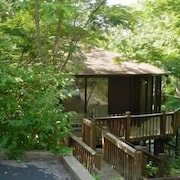 Tree Top 16 2 Bedroom Condo by Your Lake vacation