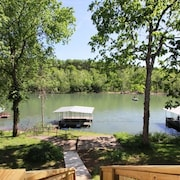 Taneycomo Lake Cottage 5 Bedroom by Sunset Realty