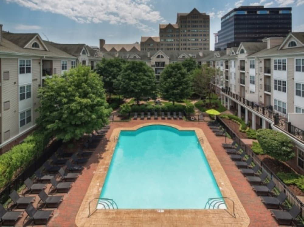 Connecticut · Stamford · 06901 · Downtown; Highgrove Luxury Apartments