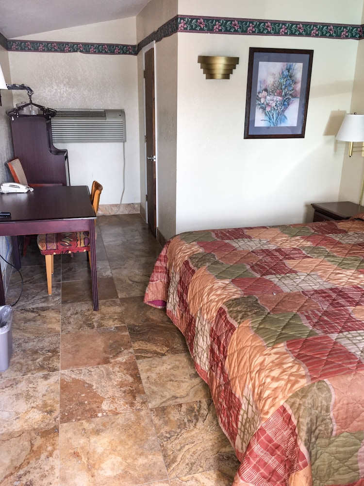 Budget inn of fort myers in fort myers hotel rates for Rooms to go kids fort myers