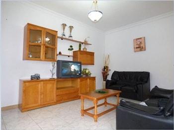 Cadiz 102479 3 Bedroom Apartment By Mo Rentals