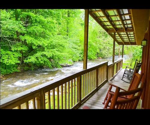 Smoky View Cottages & RV Resorts