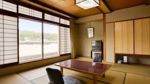 書桌、窗簾、免費 Wi-Fi