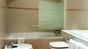Artículos de higiene personal gratuitos, secador de pelo y toallas