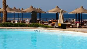 6 개의 야외 수영장
