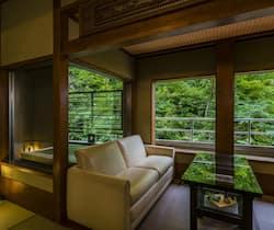 松尾芭蕉ゆかりの地「立石寺」で、息をのむほど美しい景色に出会う山形旅